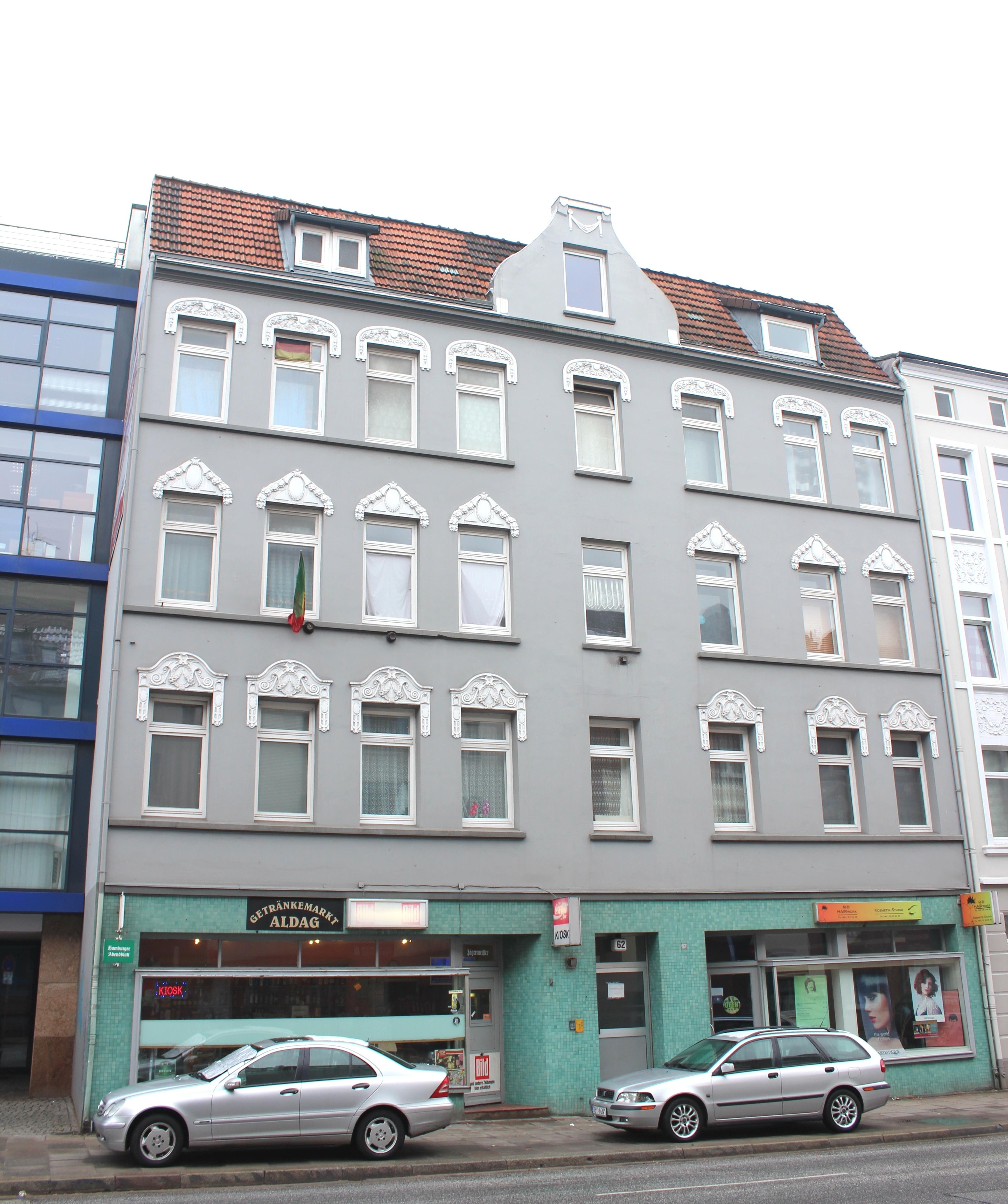 Wohn- und Geschäftshaus mit Hintergebäude in Harburg